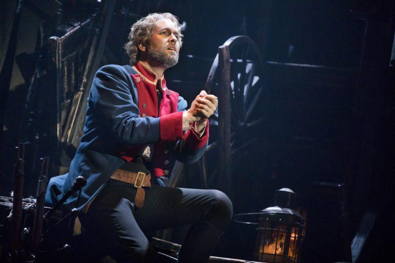 03_LM_TOUR_2385_Nick Cartell as Jean Valjean